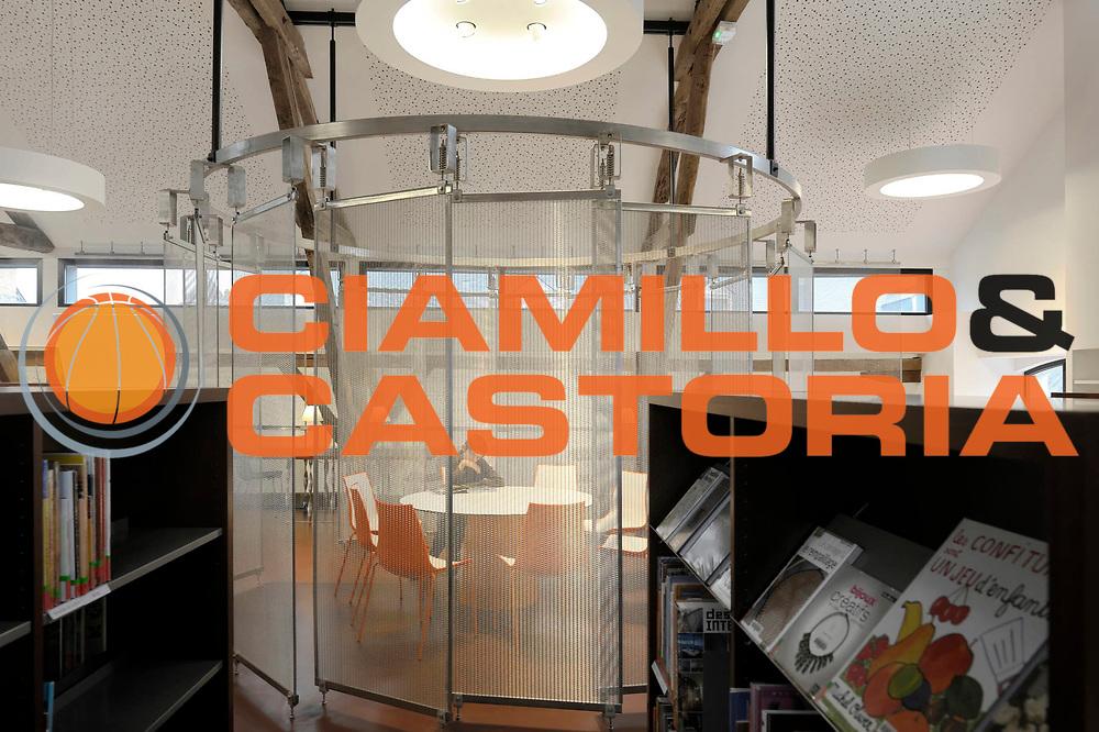 ESCRIZIONE : Mediatheque Chateaugiron<br /> GIOCATORE : Les Halles<br /> SQUADRA : Architecte Dominique Bonnot<br /> EVENTO : Architecture Interieur<br /> GARA : <br /> DATA : 7/11/2012<br /> CATEGORIA : <br /> SPORT : <br /> AUTORE : JF Molliere<br /> Galleria : France Architecture 2012 <br /> Fotonotizia :  Mediatheque Chateaugiron Dominique Bonnot<br /> Predefinita :