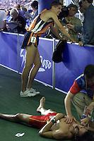 Atletiek. Marko Koers liep woensdag de halve finale 1500 meter. Hij wist zich niet voor de finale te plaatsen. Op de voorgrond de uitgetelde Spanjaard Andres Dias.