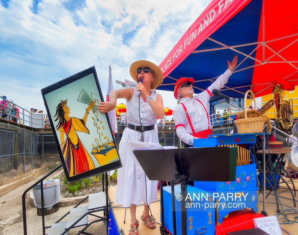 Brooklyn, New York, USA. 10th August 2013.  ORGAN GRINDER LOLA (Christiana Drapkin) and MASTER BOB  entertain visitors during the 3rd Annual Coney Island History Day celebration.
