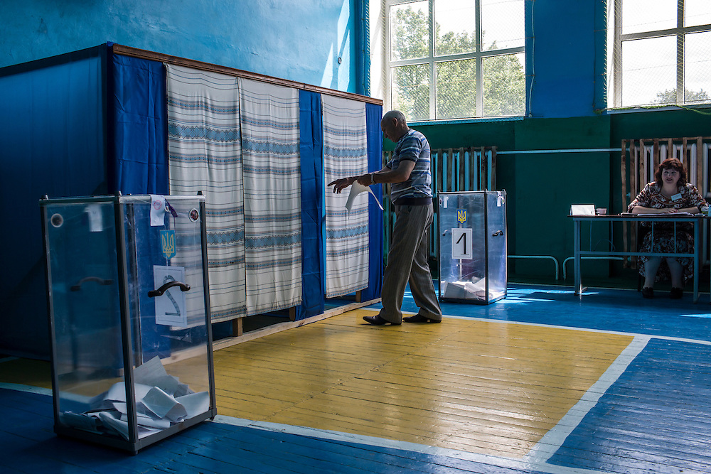 ULYANOVKA, UKRAINE - MAY 25: A man at a polling station enters a voting booth to cast his ballot in Ukraine's presidential election on May 25, 2014 in Ulyanovka, Ukraine. The elections are widely viewed as crucial to taming instability in the eastern part of the country. (Photo by Brendan Hoffman/Getty Images) *** Local Caption ***