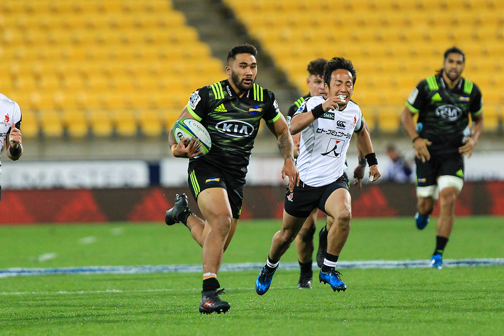 Vince Aso  runs wth the ball during the Super Rugby union game between Hurricanes and Sunwolves, played at Westpac Stadium, Wellington, New Zealand on 27 April 2018.   Hurricanes won 43-15.