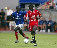 Fotball, 21. juli 2003, Vålerenga-Brann 0-2. Pa-Modou Kah, Vålerenga, og Seyi George Olofinjana, Brann