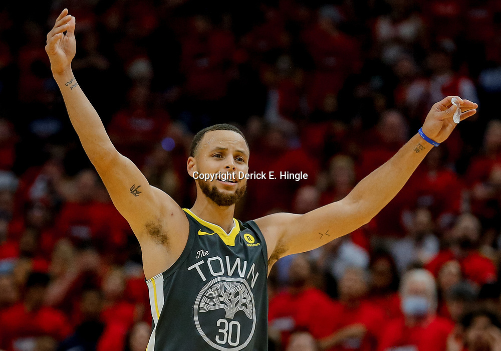 May 6, 2018; New Orleans, LA, USA; Golden State Warriors guard Stephen Curry (30) against the New Orleans Pelicans during the second quarter in game four of the second round of the 2018 NBA Playoffs at the Smoothie King Center. Mandatory Credit: Derick E. Hingle-USA TODAY Sports