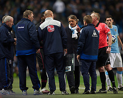 MANCHESTER, ENGLAND - Wednesday, March 24, 2010: Everton's manager David Moyes and Manchester City's manager Roberto Mancini are sent off by referee Peter Walton after clashing in injury time during the Premiership match at the City of Manchester Stadium. (Photo by David Rawcliffe/Propaganda)