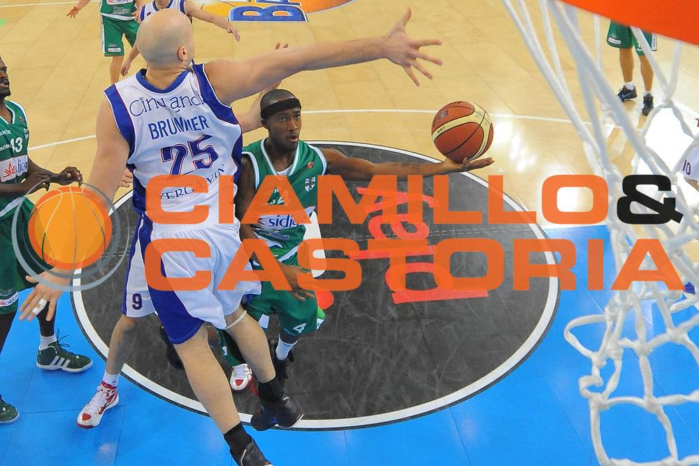 DESCRIZIONE : Torino Coppa Italia Final Eight 2012 Quarto Di Finale Bennet Cantu Sidigas Avellino<br /> GIOCATORE : Marques Green<br /> CATEGORIA : special tiro<br /> SQUADRA : Sidigas Avellino<br /> EVENTO : Suisse Gas Basket Coppa Italia Final Eight 2012<br /> GARA : Bennet Cantu Sidigas Avellino<br /> DATA : 17/02/2012<br /> SPORT : Pallacanestro<br /> AUTORE : Agenzia Ciamillo-Castoria/M.Marchi<br /> Galleria : Final Eight Coppa Italia 2012<br /> Fotonotizia : Torino Coppa Italia Final Eight 2012 Quarto Di Finale Bennet Cantu Sidigas Avellino<br /> Predefinita :