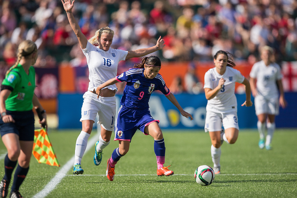 Japan's Nahomi Kawasumi (R) vies with England's Katie Chapman during the first half of their semi final against England at the FIFA Women's World Cup at  in Edmonton, Canada on July 1, 2015.   AFP PHOTO/GEOFF ROBINS