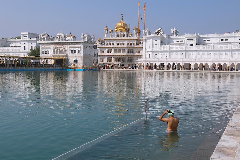 Asia, India, Punjab, Amritsar, The golden temple, sikh man taking ritual bath