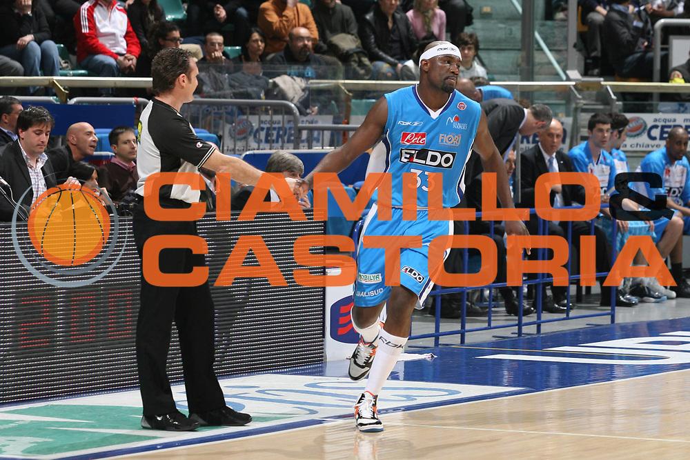 DESCRIZIONE : Bologna Lega A1 2007-08 Upim Fortitudo Bologna Eldo Napoli<br /> GIOCATORE : Jumaine Jones Arbitro Seghetti<br /> SQUADRA : Eldo Napoli<br /> EVENTO : Campionato Lega A1 2007-2008 <br /> GARA : Upim Fortitudo Bologna Eldo Napoli<br /> DATA : 17/04/2008<br /> CATEGORIA : Fair Play   <br /> SPORT : Pallacanestro <br /> AUTORE : Agenzia Ciamillo-Castoria/M.Marchi