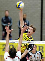 18-03-2006 VOLLEYBAL: PLAY OFF HALVE FINALE: PIET ZOOMERS D - HVA AMSTERDAM: APELDOORN<br /> Piet Zoomers wint de eerste van de vijf wedstrijden vrij eenvoudig met 3-0 / Sander Olsthoorn<br /> Copyrights2006-WWW.FOTOHOOGENDOORN.NL