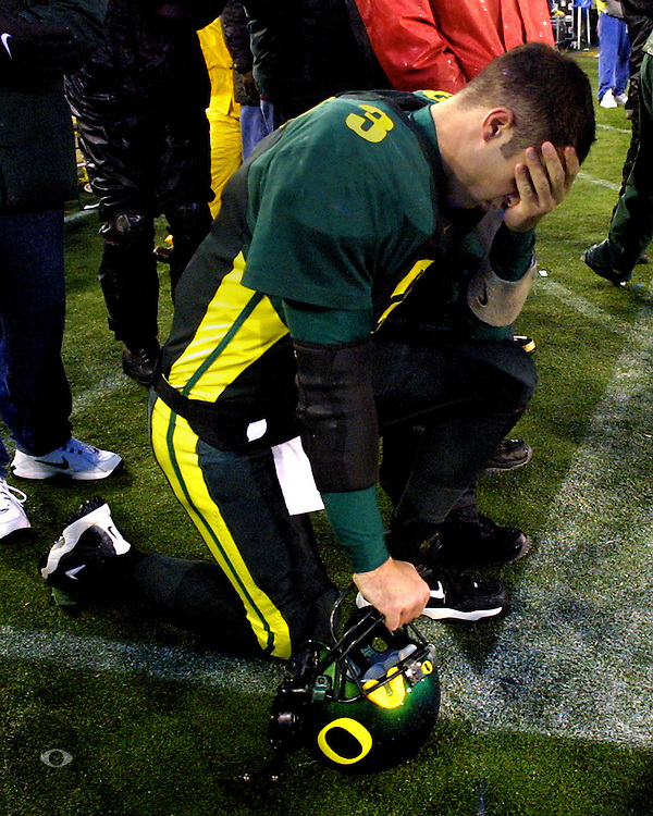 """Oregon Ducks QB Joey Harrington reacts to a late game touchdown by the Beavers which put them within 3 points of Oregon during the always contentious """"Civil War."""""""