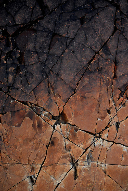 Oman, Al-Ayn. January/30/2008...Rock fractures and patterns.