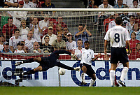 Fotball<br /> England 2005/2006<br /> Foto: SBI/Digitalsport<br /> NORWAY ONLY<br /> <br /> Danmark v England<br /> <br /> International Friendly. 17/08/2005.<br /> <br /> Denmark's Jon Dahl Thomasson (behind Lampard) fires his shot under the despairing dive of David James to score Denmark's second.