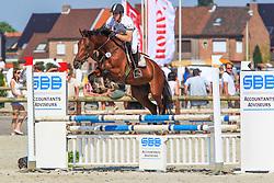 Meiresonne Winok (BEL) - Gigolo de Muze<br /> Nationaal Kampioenschap Jonge Paarden<br /> Stal Hulsterlo - Meerdonk 2010<br /> © Dirk Caremans