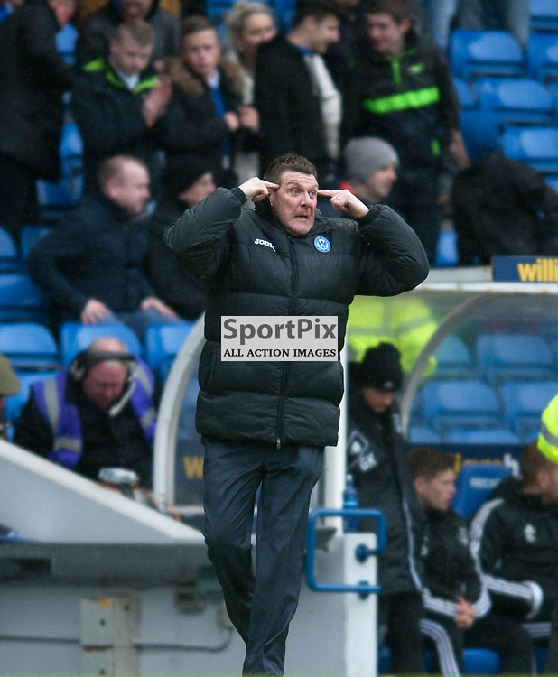 Tommy Wright shouts out instructions to his players. St Johnstone v Aberdeen, William Hill Scottish Cup Semi Final, Ibrox Park, Sunday 13 April 2014 (c) ANGIE ISAC | SportPix.org.uk