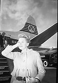1966-23/05 Deborah Kerr at Dublin Airport