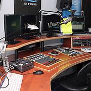 NLD/Naarden/20080328 - Radio Veronica draaitafels en studio