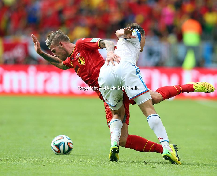 Toby Alderweireld of Belgium and Maksim Kanunnikov of Russia