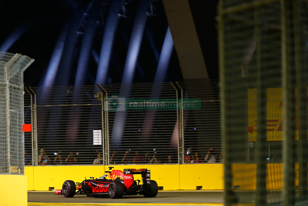 September 16, 2016 - Singapur, Singapur - Motorsports: FIA Formula One World Championship 2016, Grand Prix of Singapore, .#3 Daniel Ricciardo (AUS, Red Bull Racing) (Credit Image: © Hoch Zwei via ZUMA Wire)