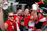 GEPA-0706085341 - SALZBURG,AUSTRIA,07.JUN.08 - FUSSBALL - UEFA Europameisterschaft, EURO 2008, Host City Fan Area Salzburg, Fanmeile, Fan Meile, Public Viewing, Fan Zone. Bild zeigt Fans von Oesterreich.<br />Foto: GEPA pictures/ Sebastian Krauss