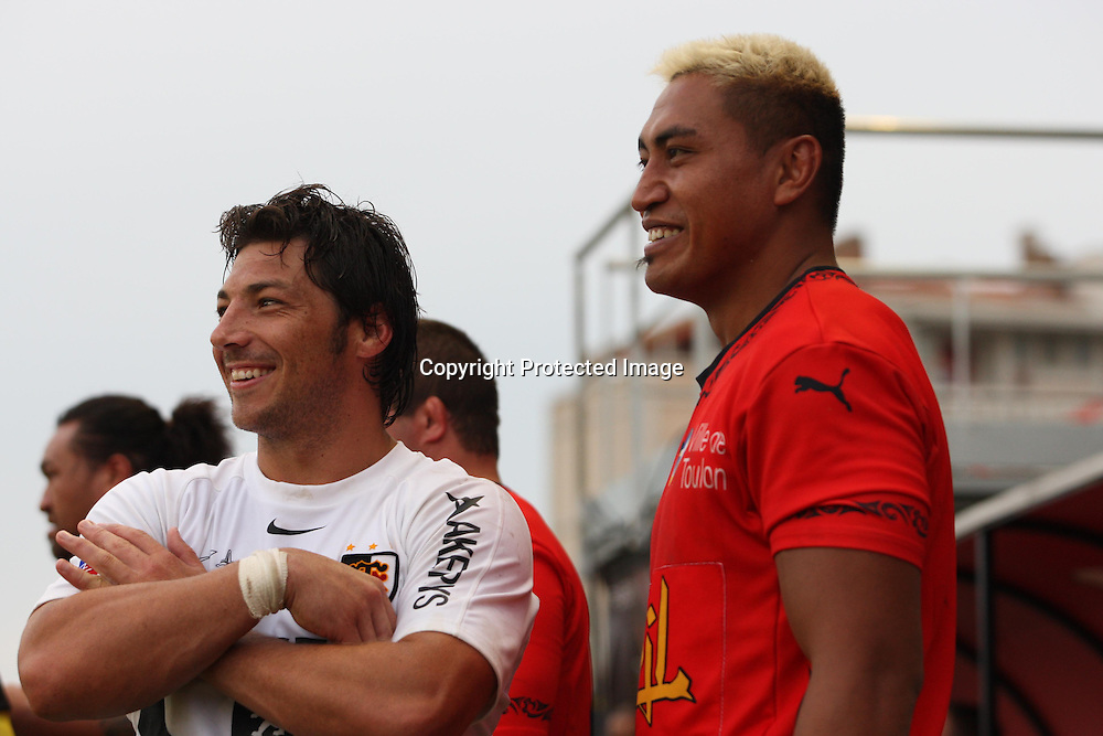 Ex All Blacks team mates Byron Kelleher and Jerry Collins before the game, Toulon v Toulouse, on Thursday 14 August 2008. Photo: Alain Grosclaude/PHOTOSPORT
