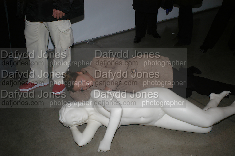 Kate Hodgkison next to the  cast/ sculpture of her made of polymer wax and drugs. Chemical Life Support opening, White Cube. 3 March 2005. ONE TIME USE ONLY - DO NOT ARCHIVE  © Copyright Photograph by Dafydd Jones 66 Stockwell Park Rd. London SW9 0DA Tel 020 7733 0108 www.dafjones.com