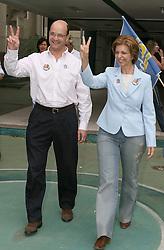 A candidata ao governo do Estado do RS pelo PSDB, Yeda Crusius e seu vice, Paulo Feijo, em Porto Alegre, neste domingo 1 de outubro de 2006. FOTO: Jefferson Bernardes/Preview.com