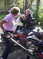 HEERENVEEN - Golfbaan-  Ontmoeting met greenkeeper, Pad tussen hole 2 en 3 van Golfclub Heidemeer in Heerenveen. COPYRIGHT KOEN SUYK