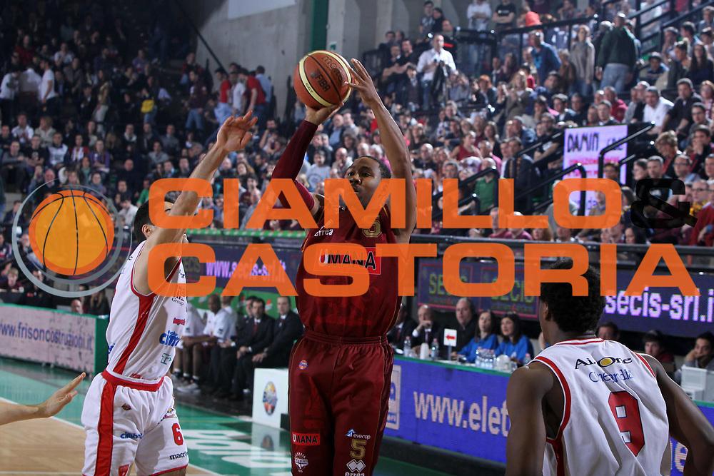 DESCRIZIONE : Treviso Lega A 2011-12 Umana Reyer Venezia Cimberio Varese<br /> GIOCATORE : Keydren Clark<br /> SQUADRA :  Umana Reyer Venezia Cimberio Varese<br /> EVENTO : Campionato Lega A 2011-2012 <br /> GARA :  Umana Reyer Venezia Cimberio Varese<br /> DATA : 18/03/2012<br /> CATEGORIA : Tiro<br /> SPORT : Pallacanestro <br /> AUTORE : Agenzia Ciamillo-Castoria/G.Contessa<br /> Galleria : Lega Basket A 2011-2012 <br /> Fotonotizia : Treviso Lega A 2011-12  Umana Reyer Venezia Cimberio Varese<br /> Predfinita :