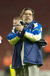 LIVERPOOL, ENGLAND - Thursday, May 14, 2009: All Stars' manager Ricky Tomlinson during the Hillsborough Memorial Charity Game at Anfield. (Photo by David Rawcliffe/Propaganda)