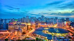Porto Alegre é um município brasileiro e a capital do estado mais meridional do Brasil, o Rio Grande do Sul. Pertence à mesorregião metropolitana de Porto Alegre e à microrregião de Porto Alegre, e localiza-se junto ao Guaíba, a 2027 quilômetros de Brasília.<br /> A cidade constituiu-se a partir da chegada de casais portugueses açorianos, na primeira metade do século XVIII. No século XIX contou com o influxo de muitos imigrantes alemães e italianos. Também recebeu imigrantes árabes e poloneses. Em 2001, a cidade apresentou o melhor índice de desenvolvimento humano e o terceiro melhor Índice de Condições de Vida (ICV), entre doze capitais brasileiras.[5] É também a capital da Região Sul com a maior renda per capita. <br /> <br /> Coleção de fotos da Preview - Banco de Imagens / www.agenciapreview.com<br /> <br /> © Jefferson Bernardes / All Rights Reserved. May not be reproduced without prior written authorization. <br /> <br /> Follow me: Twitter , Facebook, Blog