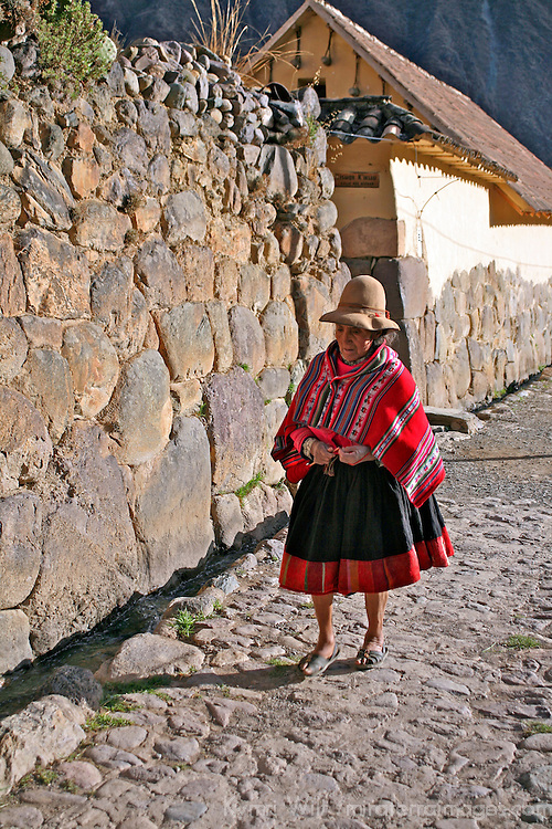 Americas, South America, Peru, Ollanta.  Quechuan woman on an Incan street of Ollanta.