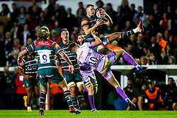 George Worth of Leicester Tigers catches the ball ahead of Harvey Skinner of Exeter Chiefs - Mandatory by-line: Robbie Stephenson/JMP - 27/09/2019 - RUGBY - Welford Road - Leicester, England - Leicester Tigers v Exeter Chiefs - Premiership Rugby Cup