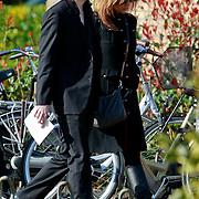 NLD/Huizen/20110402 - Uitvaart Floor van der Wal, Jan Jaap van der Wal en partner Eva Duijvestein