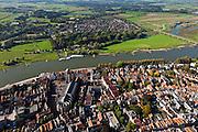 Nederland, Overijsssel, Deventer, 03-10-2010; overzicht binnenstad met Sint-Lebuiniskerk en westoever van de IJssel de buurt De Worp (De Hoven) .Town centre with St. Lebuiniskerk and river IJssel..luchtfoto (toeslag), aerial photo (additional fee required).foto/photo Siebe Swart