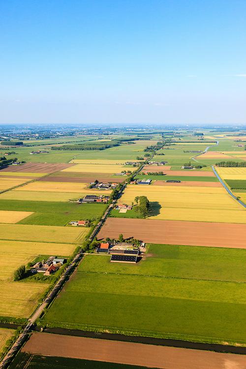 Nederland,  Land van Maas en Waal, Gelderland, 27-05-2013; West Maas en Waal, oorspronkelijk een gebied van komgronden (laag gelegen en nat gebied), versnipperd en slecht ontsloten. Foto langs de as van een van Nederlands bekendste boerderijstraten Kooiweg-Papesteeg-Liesbroekstraat-Hoogbroekstraat. Rechts afwateringskanaal.<br /> Grootschalige ruilverkaveling in combinatie met cultuurtechnische gebiedsverbetering is in de jaren vijftig (jaren '50) van de vorige eeuws gecombineerd met voorlichting en scholing van de bewoners.<br /> The low and wet land between the rivers Maas and Waal, central Netherlands  has been developed in the fifties by large-scale land consolidation and education, development and training of the residents. One of the main roads along the farms.<br /> luchtfoto (toeslag op standard tarieven)<br /> aerial photo (additional fee required)<br /> copyright foto/photo Siebe Swart