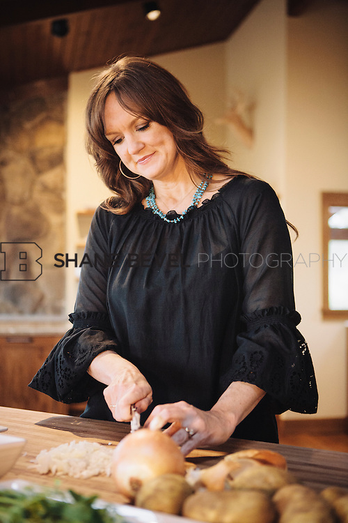 9/15/09 5:19:56 PM -- Ree Drummond, The Pioneer Woman, works in the kitchen in the lodge near her home on the Drummond Ranch near Pawhuska, Okla. ..Photo by Shane Bevel