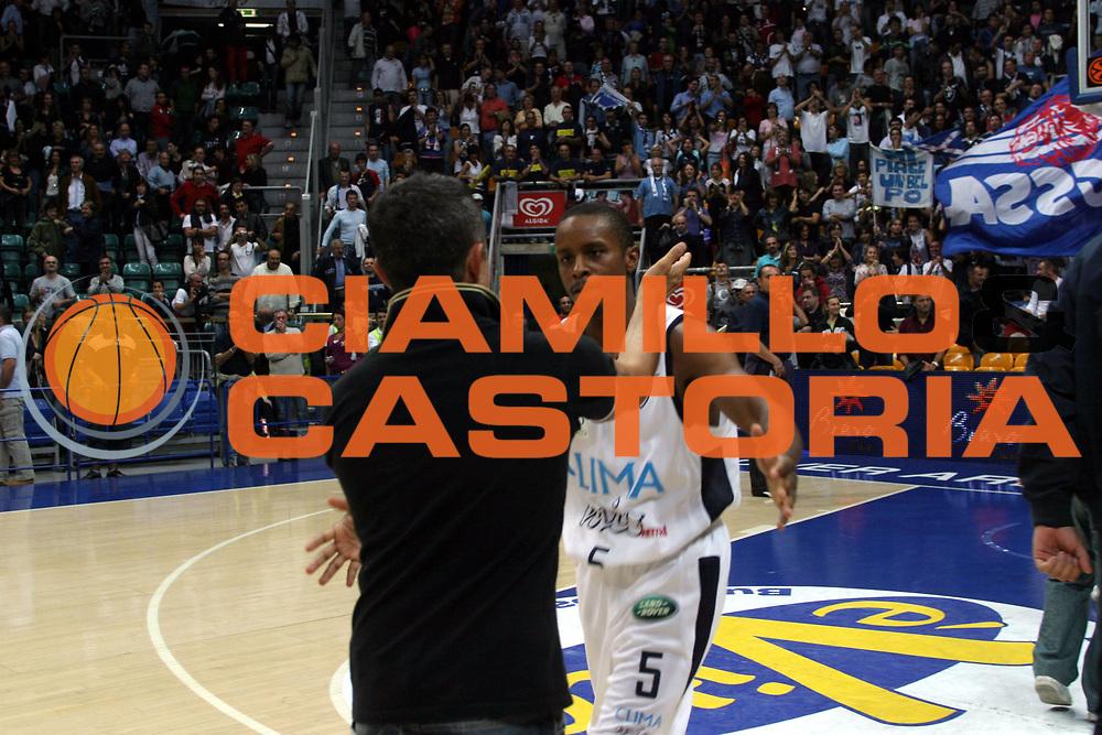 DESCRIZIONE : Bologna Campionato Lega A1 2006-2007 Climamio Fortitudo Bologna Whirpool Varese<br />GIOCATORE : Edney<br />SQUADRA : Climamio Fortitudo Bologna<br />EVENTO : Campionato Lega A1 2006-2007Climamio Fortitudo Bologna Whirpool Varese<br />GARA : Climamio Fortitudo Bologna Whirpool Varese<br />DATA : 08/10/2006 <br />CATEGORIA : Esultanza<br />SPORT : Pallacanestro <br />AUTORE : Agenzia Ciamillo-Castoria/G.Livaldi