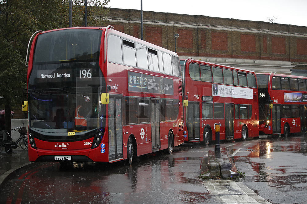 © Licensed to London News Pictures. 12/11/2018. London, UK. Buses are stationary after police closed off Vauxhall junction in central London due to a suspicious vehicle. Photo credit: Peter Macdiarmid/LNP