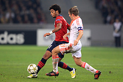 23.10.2012, Grand Stade Lille Metropole, Lille, OSC Lille vs FC Bayern Muenchen, im Bild Ryan MENDES (OSC Lille - 11) im Zweikampf mit Philipp LAHM (FC Bayern Muenchen - 21) // during UEFA Championsleague Match between Lille OSC and FC Bayern Munich at the Grand Stade Lille Metropole, Lille, France on 2012/10/23. EXPA Pictures © 2012, PhotoCredit: EXPA/ Eibner/ Ben Majerus..***** ATTENTION - OUT OF GER *****