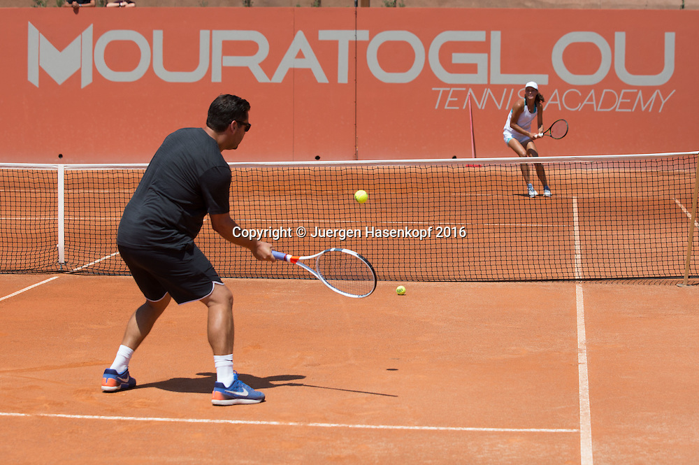 Mouratoglou Tennis Academy M.T.A Sophia Country Club, Biot, FRA.<br /> Head coach Benjamin Ebrahimzadeh (GER) and junior player Natalia Vikhlyantseva (RUS)<br /> <br />  - Mouratoglou Tennis Academy  -  -   Sophia Country Club, - Biot -  - Frankreich  - 26 July 2016. <br /> &copy; Juergen Hasenkopf