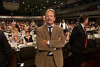 21 OCT 2003, BERLIN/GERMANY:<br /> Frank Bsirske, Vorsitzender ver.di, wartet auf die Stimmenauszaehlung seiner Wahl zum Vorsitzenden, 1. ver.di Bundeskongress, ICC<br /> IMAGE: 20031021-01-091<br /> KEYWORDS: Vereinigte Dienstleistungegewerkschaft, Kongress, Gewerkschaftstag, congress, verdi