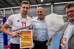 12-05-2017 NED: Nederland - Tsjechië, Amstelveen<br /> De Nederlandse volleybal mannen spelen hun eerste oefeninterland in de Emergohal in Amstelveen tegen Tsjechië. Deze wedstrijd staat in het teken van de verplaatsing van het Bankrasmomument. Nederland speelde daarom in speciale oude Nederlandse shirts uit 1992 / Robin Overbeeke #11