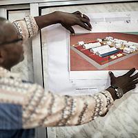 20/11/2014. Nzerekore. Guinee Conakry.<br /> <br /> <br /> Alexis Reouhiri Dermbaye, 42 ans, Tchadien, coordinateur financier et RH, membre fondateur et coordinateur g&eacute;n&eacute;ral de l&rsquo;ONG Tchadienne &laquo;&nbsp;Alerte Sant&eacute;&nbsp;&raquo;<br /> <br /> Alerte sant&eacute; est une ONG qui fait partie de la plateforme ONG du Sahel.<br /> <br /> Alima soutient cette plateforme.<br /> <br /> Alima nous a sollicit&eacute; pour se lancer dans la lutte contre l&rsquo;&eacute;pid&eacute;mie Ebola.<br /> <br /> &laquo;&nbsp;Je me suis port&eacute; volontaire. Je voulais participer &agrave; ce d&eacute;fi, &ccedil;a fait peur mais c&rsquo;est un d&eacute;fi.&nbsp;&raquo;<br /> <br /> &laquo;&nbsp;MSF m&rsquo;a aussi solliciter mais j&rsquo;ai choisi Alima pour deux raisons:<br /> <br /> Alima devait rentrer dans cette histoire<br /> Que toute la plateforme soit sollicit&eacute;es&quot;<br /> <br /> Pendant 15 ans avec MSF, j&rsquo;ai fait un peu de tout, j&rsquo;ai confiance en mes capacit&eacute;s.<br /> <br /> Ma fille ain&eacute;e de 15 ans &eacute;tait r&eacute;ticente, elle disait que c&rsquo;&eacute;tait trop risqu&eacute;, mais ma femme est mon oncle m&rsquo;ont appuy&eacute;.<br /> Je les appelle tous les jours.<br /> <br /> Et je crois aux capacit&eacute;s de l&rsquo;&eacute;quipe sur le terrain, ce sont des personnes de beaucoup d&rsquo;exp&eacute;rience.<br /> <br /> Je vais visiter le CTE car il faut que je voie comment &ccedil;a se passe au cas o&ugrave; il se passerait la m&ecirc;me chose dans mon pays.<br /> <br /> En general l&rsquo;&eacute;quipe est form&eacute;e de personnes comp&eacute;tentes et tr&egrave;s motiv&eacute;es m&ecirc;me si certains ont plus de difficult&eacute;s, pas tout le monde &agrave; les qualit&eacute;s pour ce type de mission.<br /> <br /> C&rsquo;est un travail tr&egrave;s stressant et on a beaucoup de pression, on est dans l&rsquo;urgence. Je repars avec la m&ecirc;me motivation que je suis venu, je reviendrais san