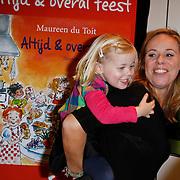 NLD/Amsterdam/20111123 - Boekpresentatie Maureen du Toit ' Altijd & overal feest', Selma van Dijk en dochter Noor