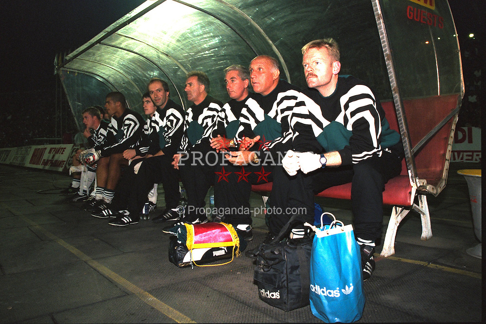 VLADIKAVKAZ, RUSSIA - Tuesday, September 12, 1995: Liverpool's manager Roy Evans with his staff (R-L) physio Mark Leather, coach Ronnie Moran, assistant manager Doug Livermore, Dr Mark Waller against FC Alania Spartak Vladikavkaz during the UEFA Cup 1st Round 1st Leg match at the Republican Spartak Stadium. (Photo by David Rawcliffe/Propaganda)