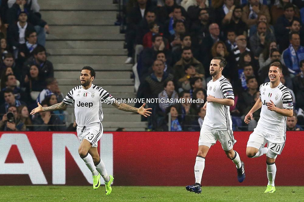 Substitute Dani Alves celebrates scoring a late goal for Juventus