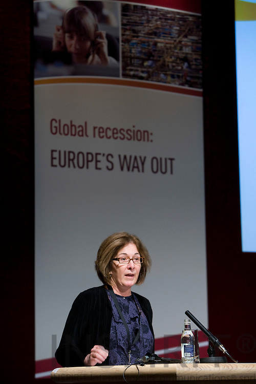 DUBLIN - IRELAND - 05 NOVEMBER 2009 -- Eurofound Forum - Global recession: Europe's way out. Amy Domini, CEO, Domini Social Investments, USA.   PHOTO: ERIK LUNTANG / INSPIRIT Photo