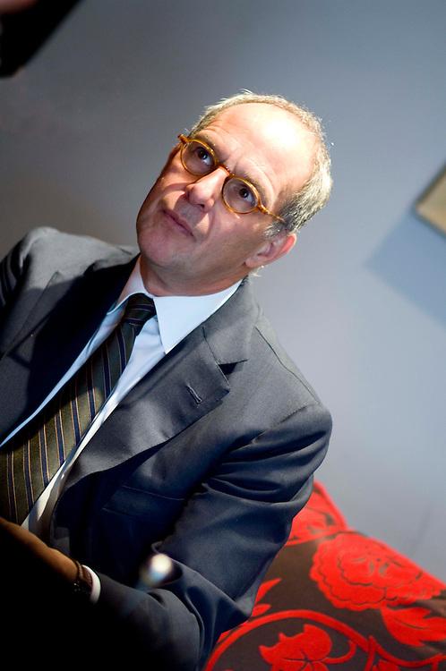 Lloyd Grosman celebrity tv food critic