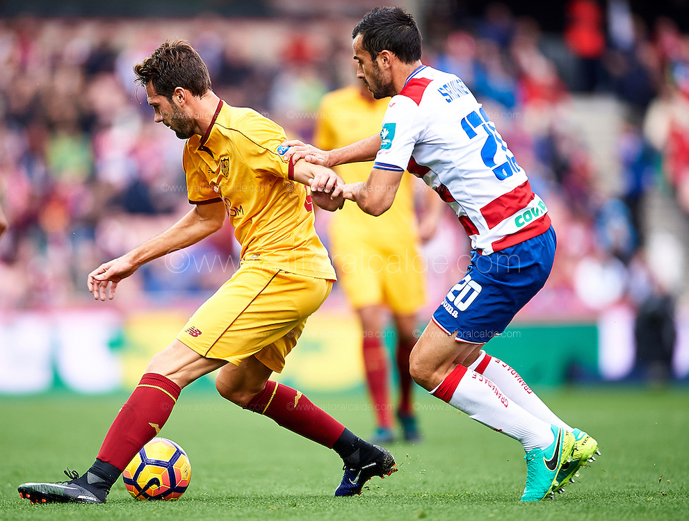 GRANADA, SPAIN - DECEMBER 03:  Franco Vazquez of Sevilla FC (L) being followed by Matthieu Saunier of Granada CF (R) during the La Liga match between Granada CF and Sevilla FC at Estadio Nuevos Los Carmenes on December 03, 2016 in Granada, Spain.  (Photo by Aitor Alcalde Colomer/Getty Images)