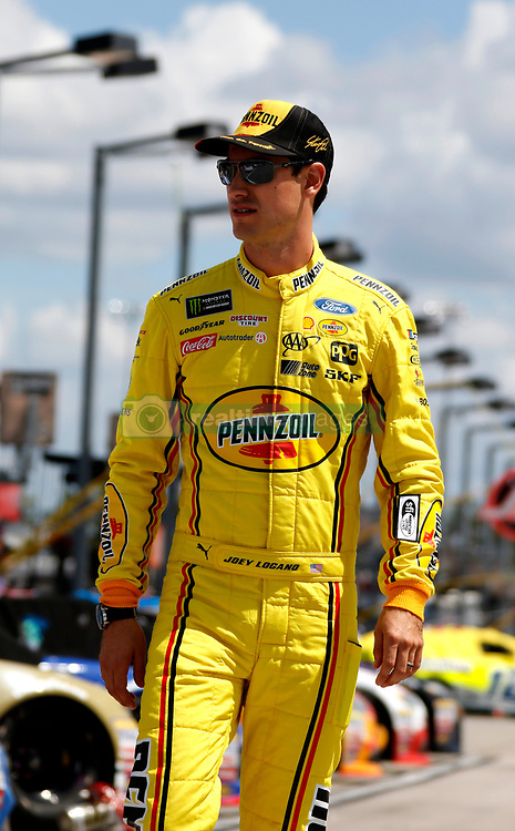 September 1, 2018 - Darlington, SC, U.S. - DARLINGTON, SC - SEPTEMBER 01:  Joey Logano, Team Penske, Ford Fusion Pennzoil (22) during qualifying for the 69th annual Bojangles Southern 500 on Saturday September 1, 2018 at Darlington Raceway in Darlington South Carolina (Photo by Jeff Robinson/Icon Sportswire) (Credit Image: © Jeff Robinson/Icon SMI via ZUMA Press)